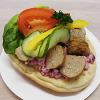 Köttbullesmörgås med rödbetssallad eller gurkmajonäs